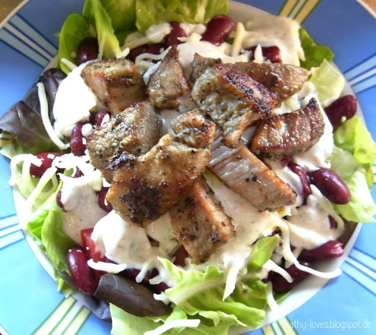 Gemischter Salat mit Schweinemedaillons - by Kath Loves