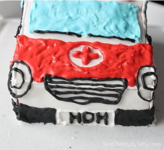 Rettungswagen Motivtorte Geburtstag Krankenwagen - by Kathy Loves