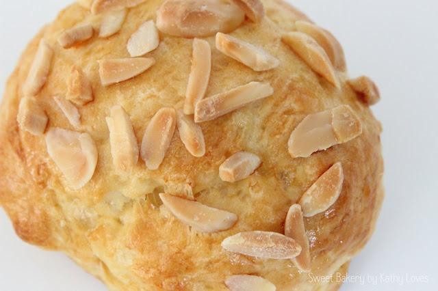 Süße Brötchen mit Mandeln - Osterfrühstück by Kathy Loves
