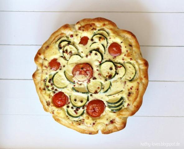 Zucchini Quiche mit Tomaten und rosa Pfeffer - by Kathy Loves