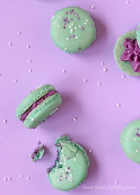 Colour Pop Macarons - Heidelbeer Buttercreme Macarons by Kathy Loves