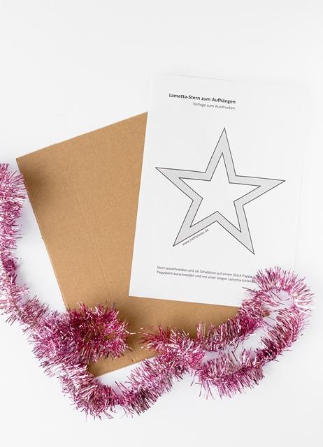 Last Minute Weihnachtsdekoration - Lametta Stern DIY zum Aufhängen für unter einem Euro